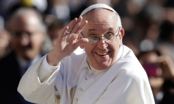 Pope-Francis-waves-to-cro-011-255x153[1]